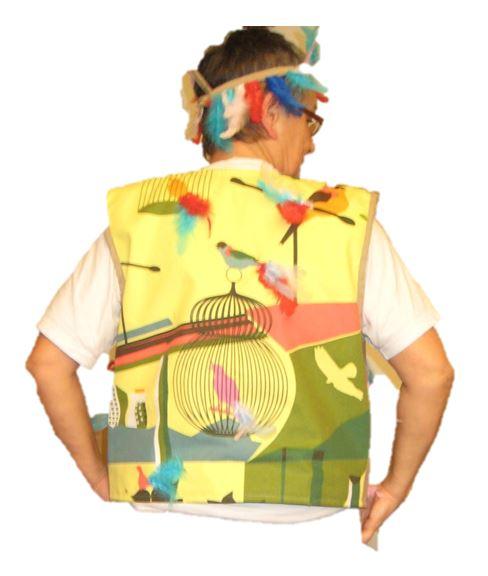 Papageno  Papageno  Diese Kostüm wurde auf Kundenwunsch gefertigt.  Es besteht aus einer Weste, bestückt mit bunten Federn sowie einer dazupassenden Hose.